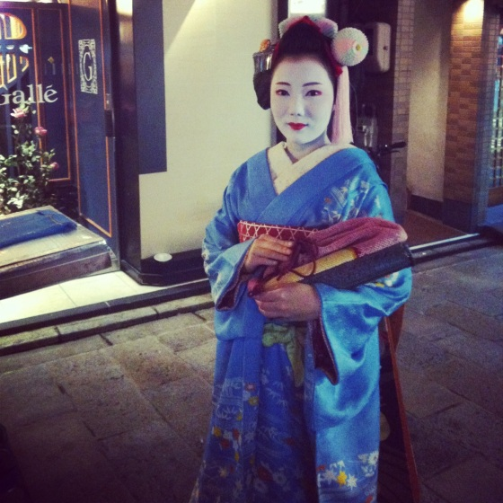 Geishas do exist, and they are constantly hunted by paparazzi and photographers alike